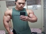 22岁华裔小伙肌肉劲爆,这块头不输欧美巨无霸!