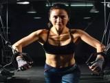 健身是把整容刀,50岁的中国女人,用举铁练出窈窕曲线