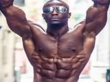 35岁腹肌达人,教你8个健身动作,打造如刀刻般的腹肌