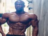 180斤的肌肉男,8岁就与健身形影不离,如今35岁背部像起飞的翅膀