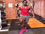 黑人小伙15岁开始健身,每周两次腿部训练,如今身材不逊肌肉熊猫