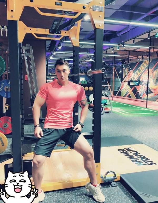 90后健身教练,炙手可热的肌肉模特,一双麒麟大花臂健壮给力