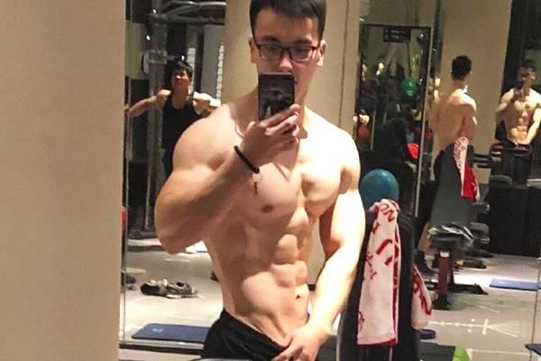 三个月脱脂72斤,胸肌腹肌麒麟臂全都有,健身前后宛如整形