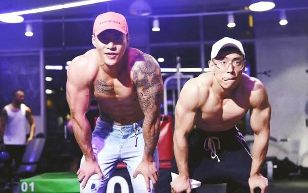 好兄弟就要一起去健身,塑造完美胸肌腹肌,共同感受蜕变成长