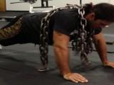 说起俯卧撑,徒手和负重两种训练方法,练出的肌肉有何不同?