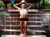 运动员转型健身教练,32岁依然年轻有活力,哪都能成为她的健身场