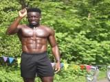肌肉男坚持跑步一年多,拥有腹肌还不掉肌肉,他是怎么做到的?