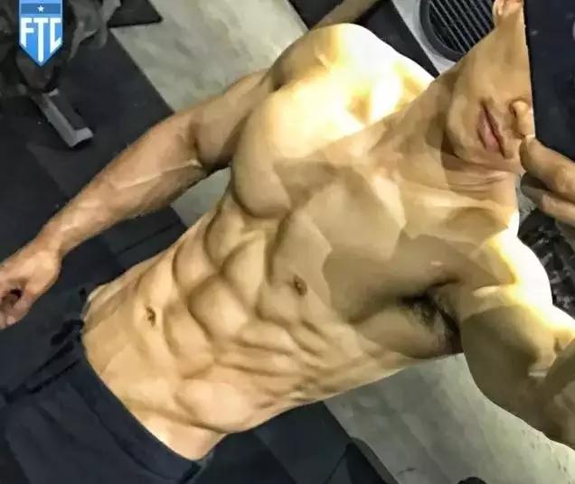 这个常年保持8%体脂的肌肉男,他是中国极限大神!
