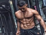 90天刷脂30斤,夺得健体赛冠军,这位高级健身教练的身材如雕刻