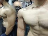辽宁大学肌肉学霸,健身房撸铁挥汗如雨,塑造出最迷人胸肌