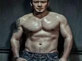 """46岁的杨坤卧推160公斤?却被嘲讽为""""器械检测员"""",动作搞笑...."""