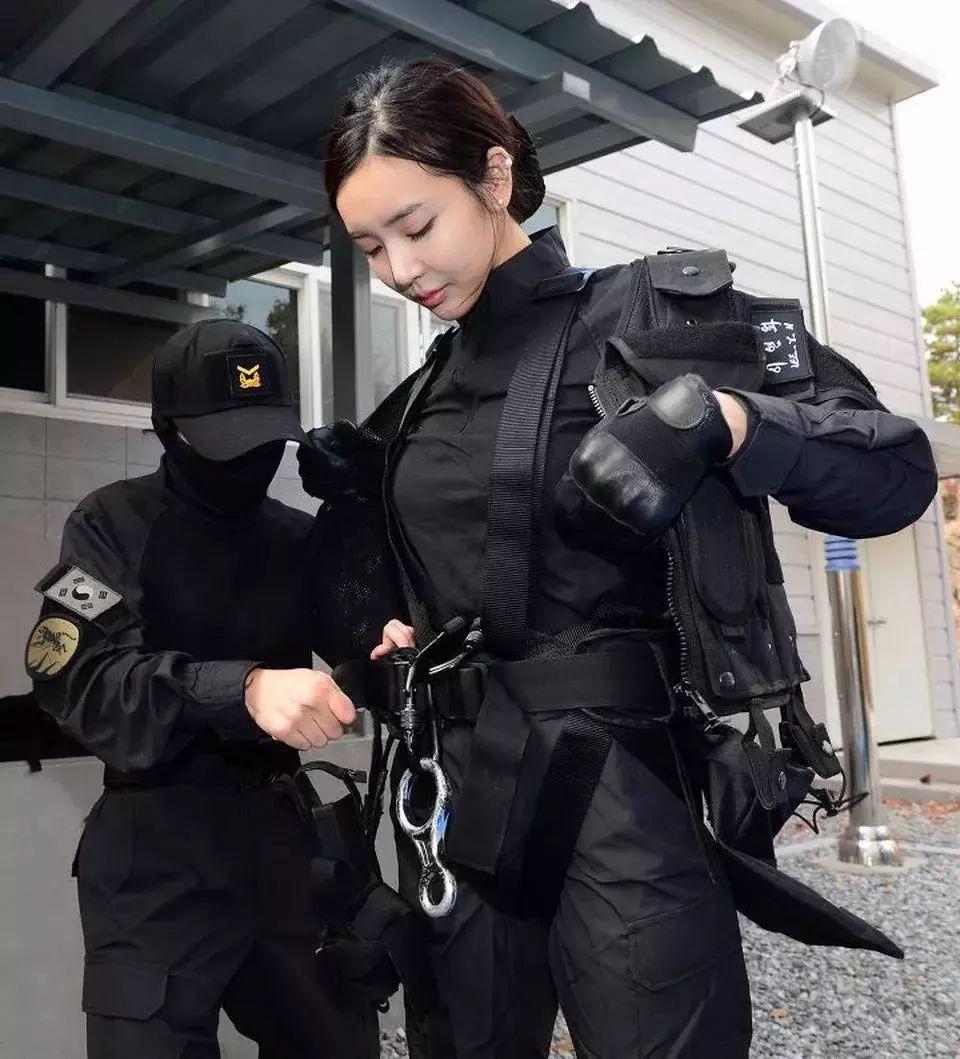"""""""韩国第一美臀""""不去健身房,反而去了军营参训当伞兵"""