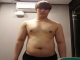 健身小白从100练到70公斤,体脂率4%,上台打比赛仅3个月?