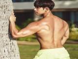 因父亲影响而健身,颜值和身材反差很大,粉丝劝他别练得太壮!