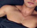 90后肌肉小哥是位酒店试睡官,健身打造出霸气胸肌,身材比例完美