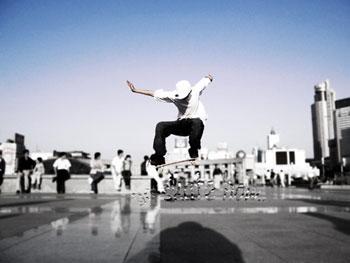 年轻人最爱滑板健身_健网