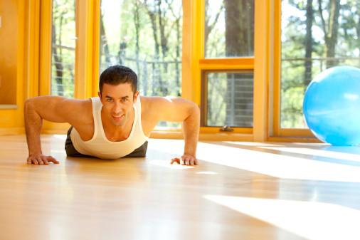 8个床上健身姿势快速提高男人性能力