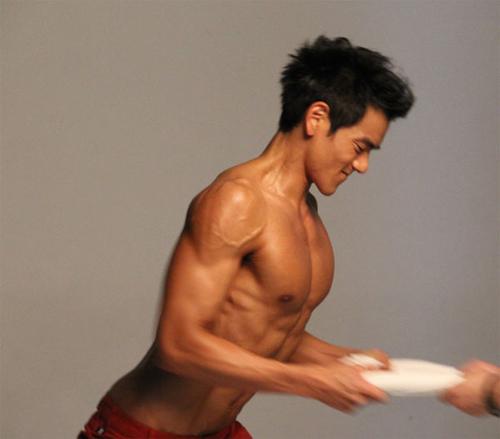 彭于晏肌肉训练方法,火辣性感美肌你值得拥有_健网