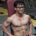 拥有一身肌肉的清华博士