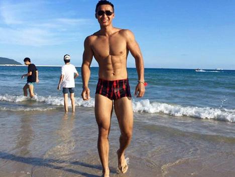 183帅小伙健身5年,从瘦猴炼成肌肉男,公狗腰才是男人的标志