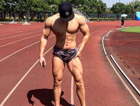 189中韩混血帅哥健身3年,练出胸肌人鱼线,抱得美人归