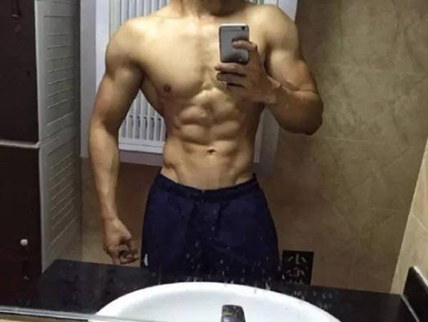 在健身房4年练成好身材,被老板直接从东北带到北京
