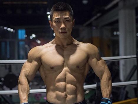 师范毕业本该做教师,热爱健身练就肌肉一不小心拿了冠军