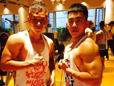 从排骨男到肌肉型男,由丑变帅是怎样的一种体验?!