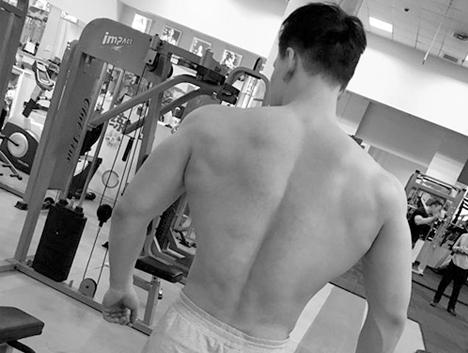 肌肉私教说,人鱼线固然重要,但是虎背和公狗腰更迷人