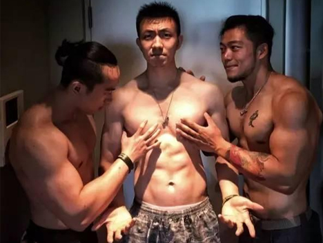 瘦弱的男生,健身后能有多帅?