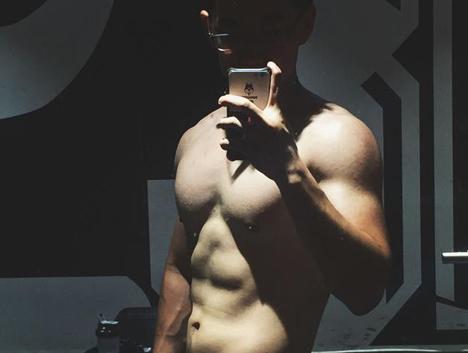 减肥和健身的力量!从200斤到150斤,他是下一个巨石强森?