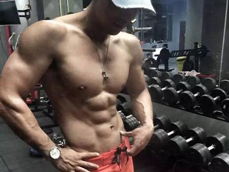 """从""""零肌肉""""到型男,健身改变了我!"""