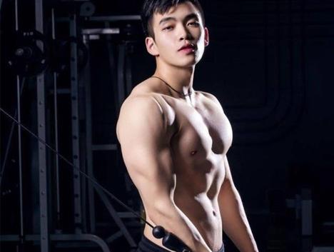 90后热血开练,练就胸肌腹肌人鱼线,身边好多肌肉型男