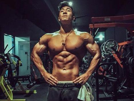 生活中的大男孩,赛场上的小猛兽,这位90后健体冠军征战亚锦赛了