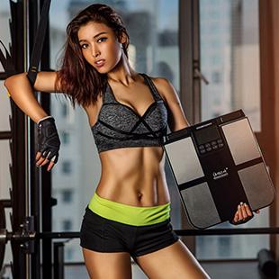 为体测仪代言的美女健身学员