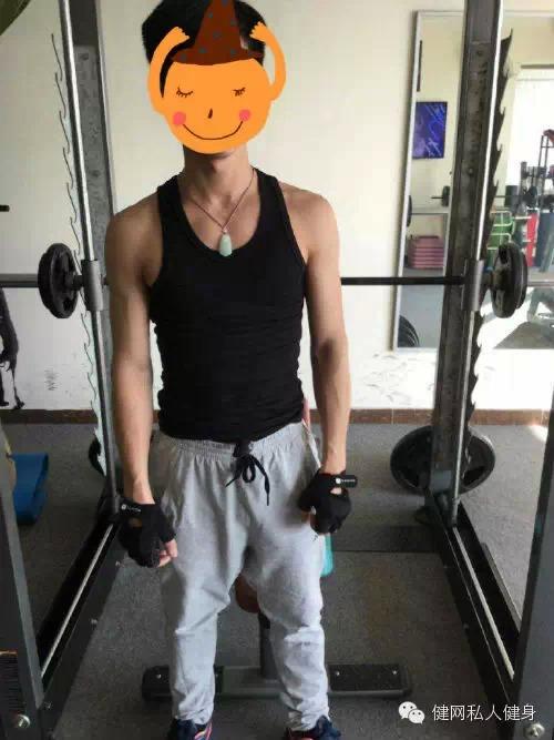 帅小伙训练一个月增重增肌10斤 手臂维度壮了一圈