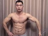 徒手健身3年,这个中国小伙的8块腹肌亮了!
