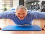对老人而言何为健身?举铁拉器械才叫健身,走路出汗还能叫健身?