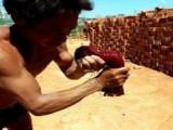 民工们的身体已如钢铁般坚硬,那与肌肉男练出的肌肉有何差别?