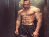 除了健身,一无是处,为何很多肌肉男发出这样的自黑?