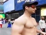 女生是如何看待肌肉男?当肌肉男走在路上,看女生的各种反应