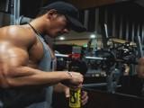 90后健身达人,打造霸气3D胸肌,用时间雕琢最美的曲线